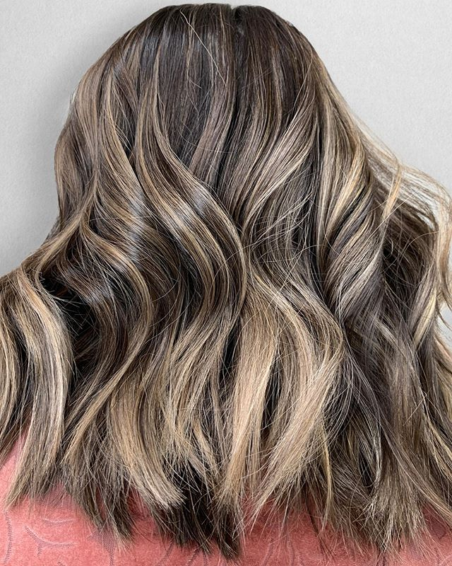 Dimensional Balayage - something I always talk about but haven't really went into detail about my favorite service in the salon! . Let's break it dooooown : . This can be done two different ways depending on what your starting canvas is. . 1. On a brunette canvas I do a half balayage and leave out their natural. Working with triangle sections! . 2. On a blonde canvas I do a full balayage of highs and lows. This is very common for the Fall season! . So what did I do on this beauty? Take into consideration she started with a brunette canvas. . Dimensional Balayage : $125 Glaze : $50 Blow Dry : $55 Total : $230 . Happy Sunday 😘