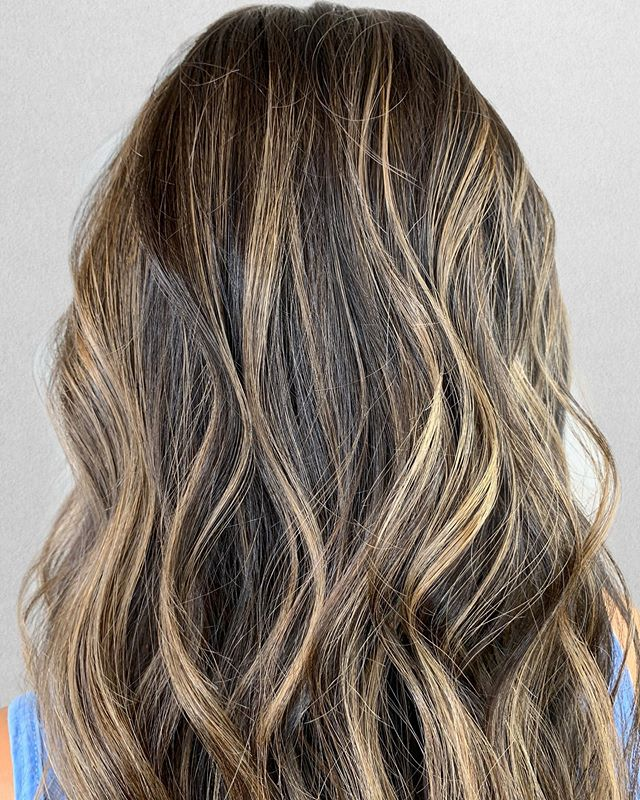 Brunette Balayage with my tri-balay technique! . Have you tried a new technique lately? . I've been loving this super dimensional technique designed to add pops of brightness in all the right areas while keeping the depth needed. . Should I do a video on my tri-balay technique?