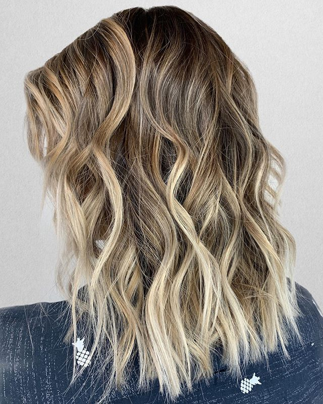 B E A C H Y texture w/ L I V E D in color • •⠀⠀⠀⠀⠀⠀⠀⠀⠀ Color + Cut + Style = @seanmichaelhair || 📍= @thesalonbeau ➡️ For Appointments : Call or Book Online. Phone number and link in bio!