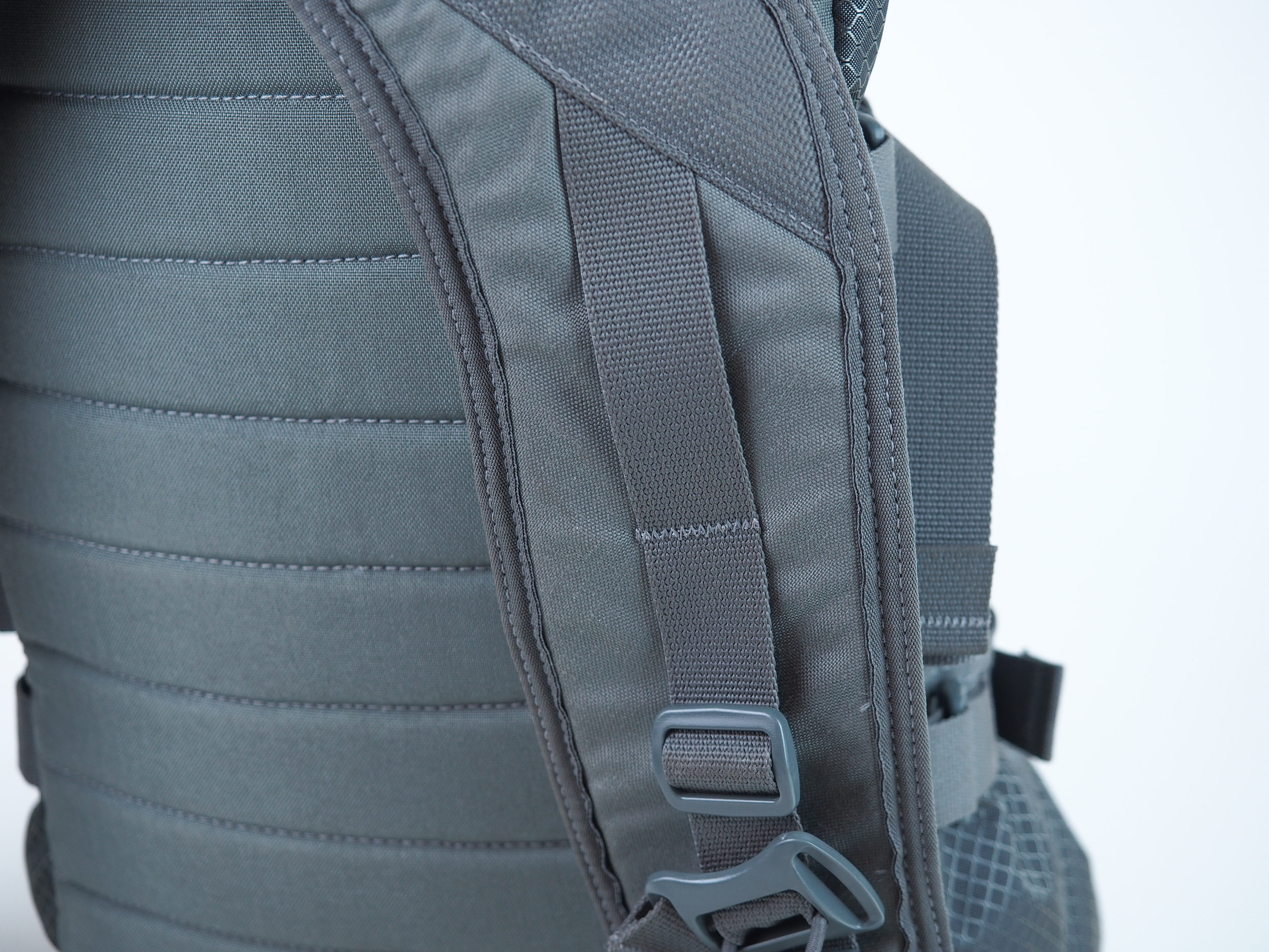 The shoulder harness is great. Wide straps help spread the weight across a larger area.