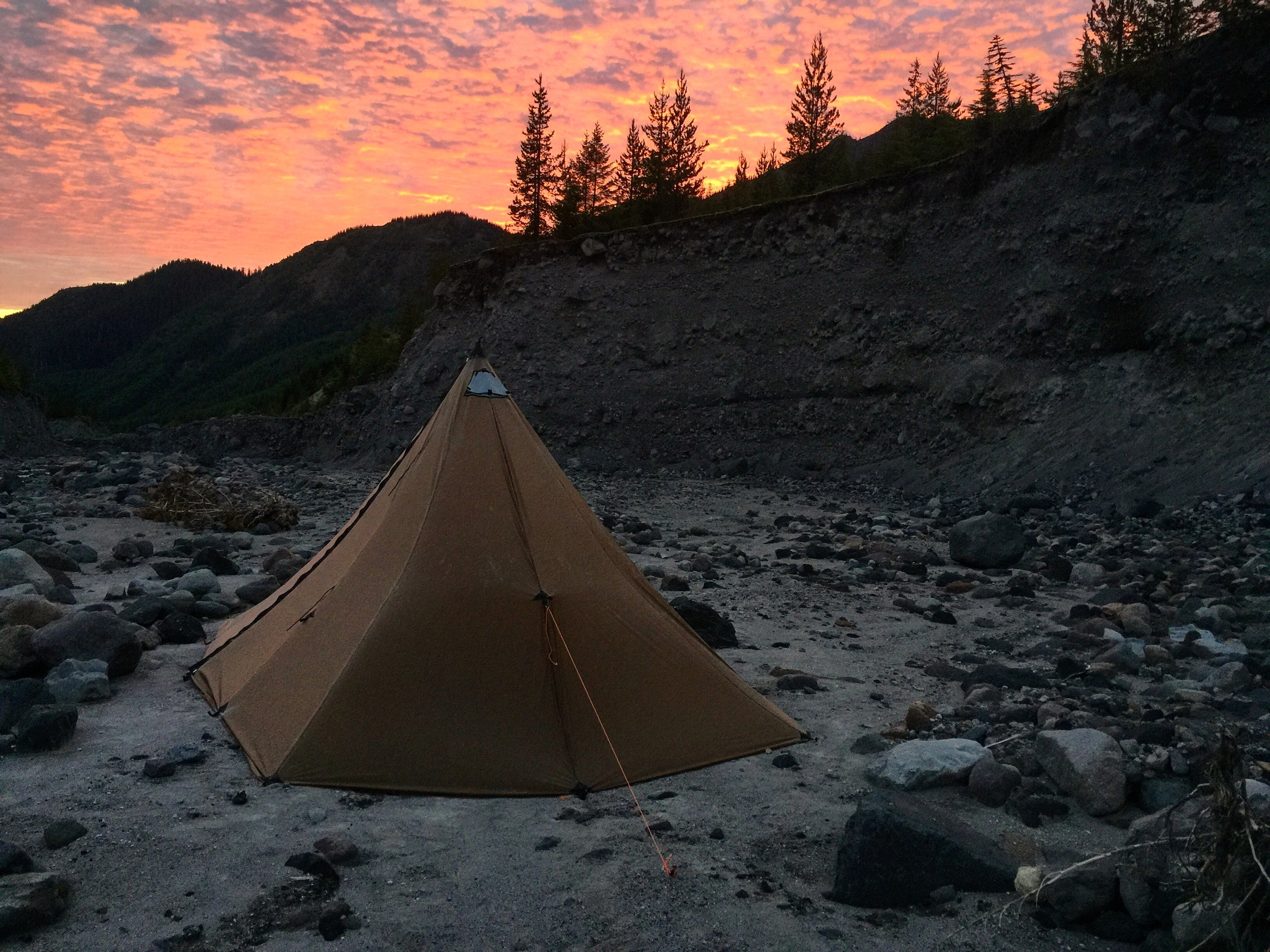 Awesome camp site on the Toutle River. Steps away from the water and a nice flat surface to sleep on.