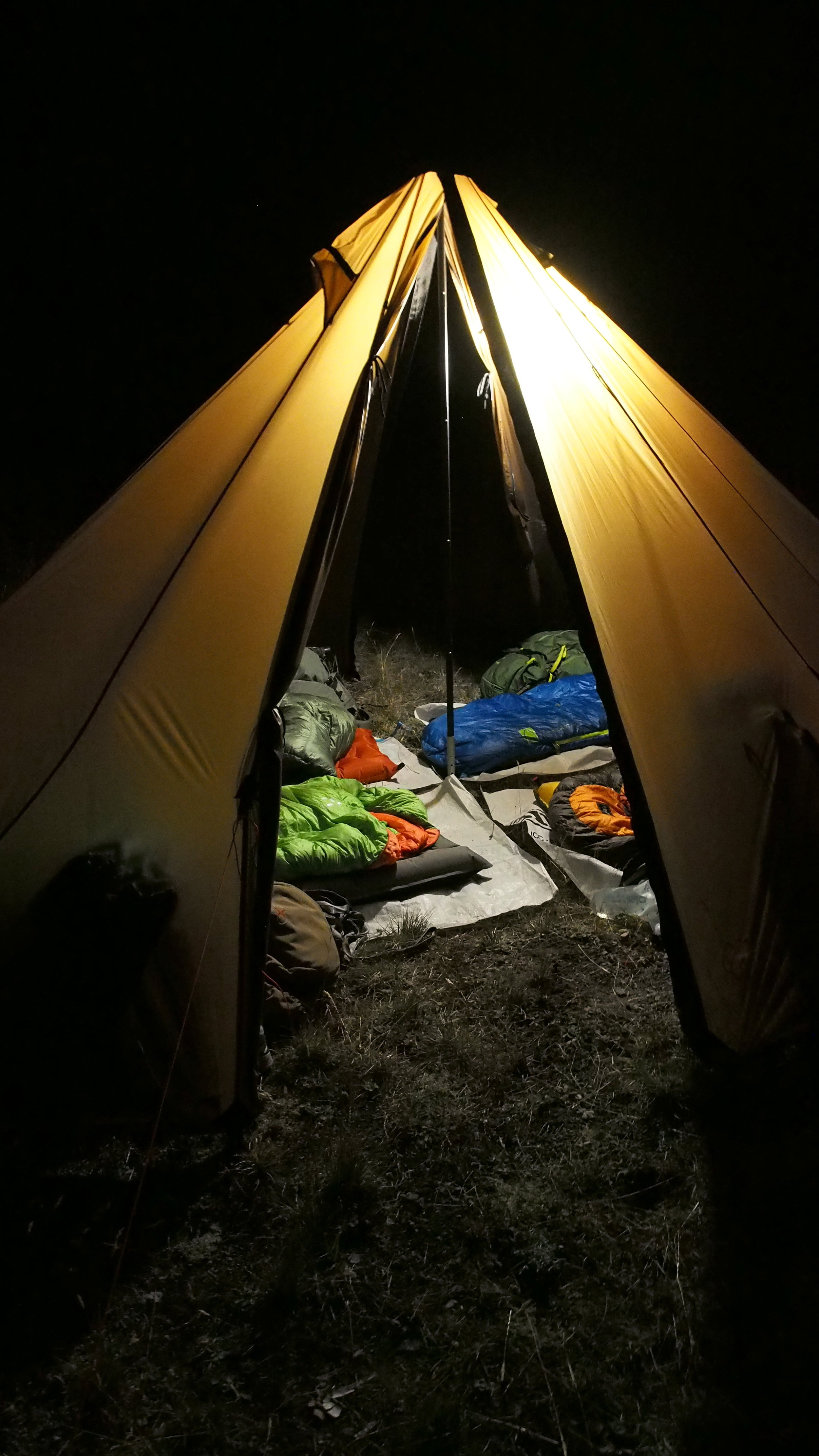 A quick shot of how it looks with 4 people sleeping inside. Not cramped at all and easily doable for days on end.