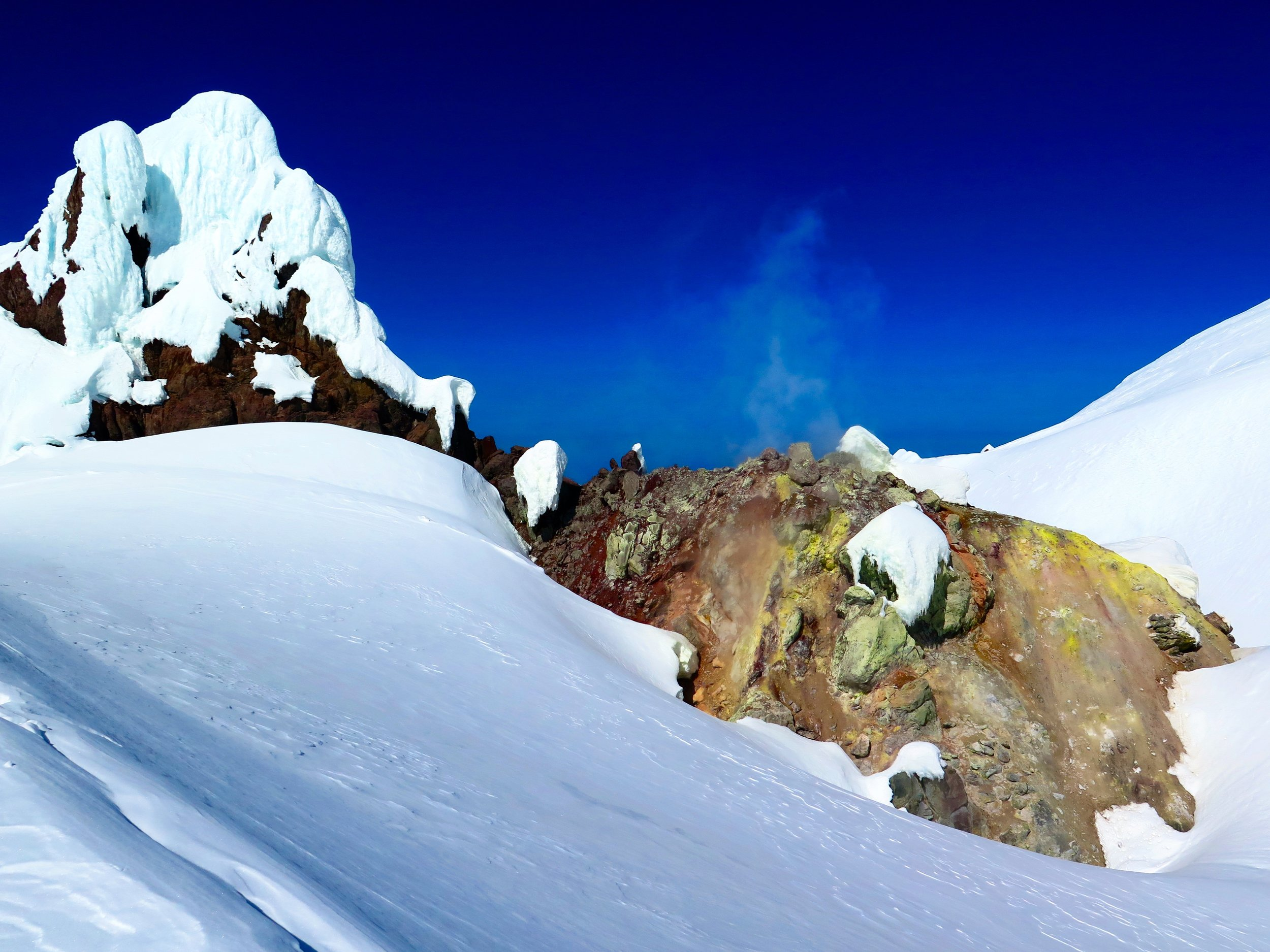 Sulpher vents billowing out of Mount Hood.