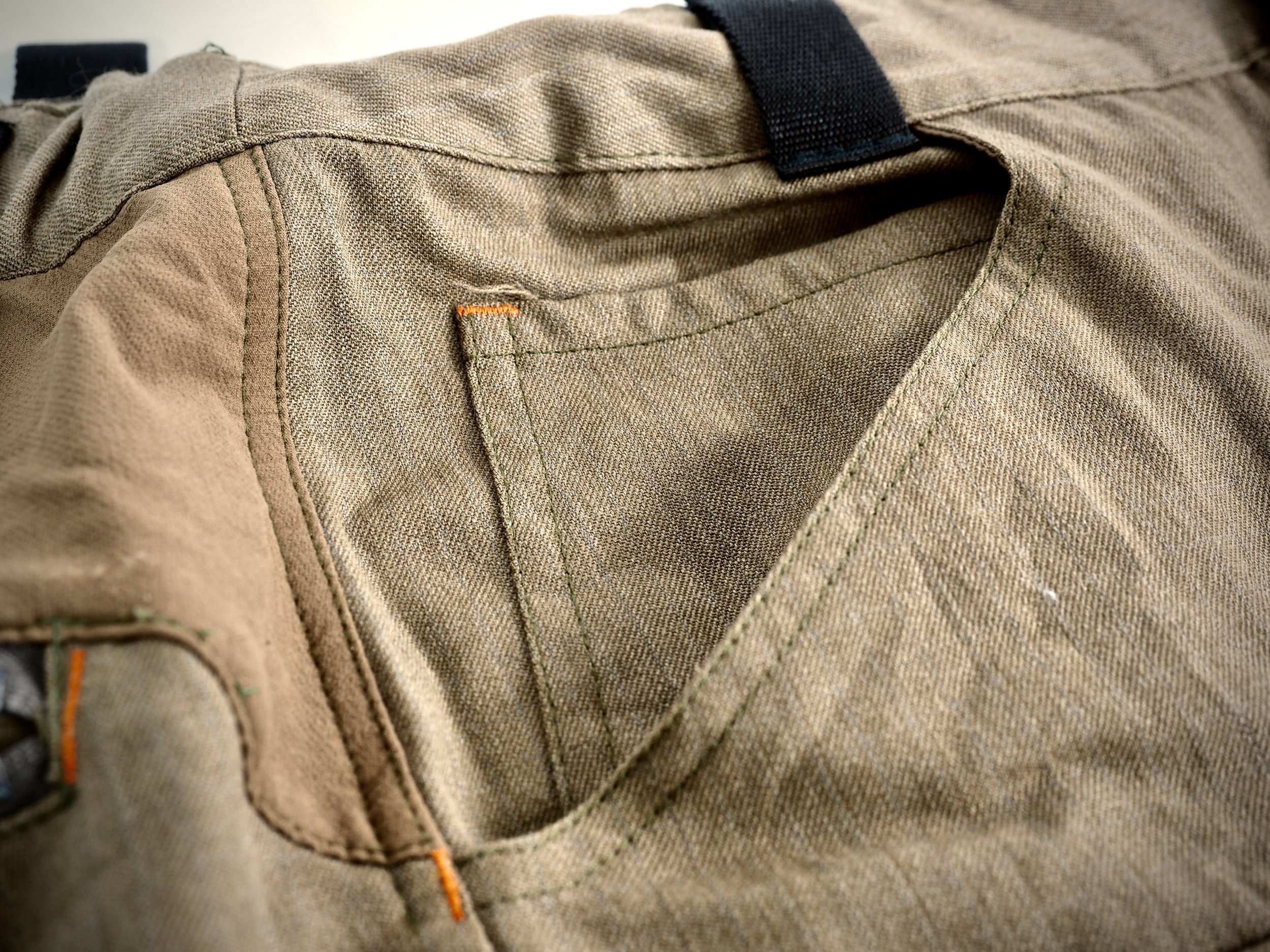 This is the 5th pocket. I'm not certain anyone even uses these pockets on their jeans, let alone on a pair of hunting pants, but nevertheless, it's there if you happen to have a use case for it.hT