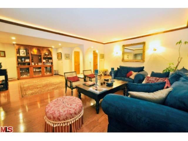838 Living Room.jpg