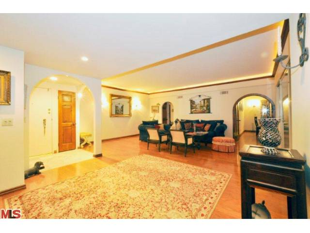 838 Living Room 3.jpg