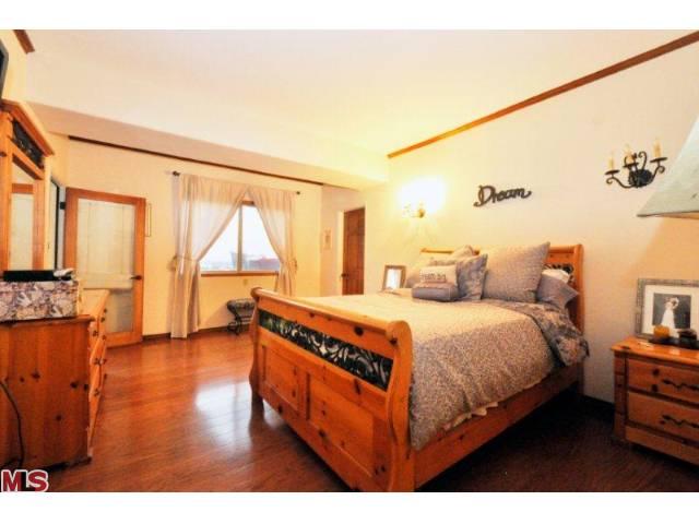 838 Bedroom.jpg