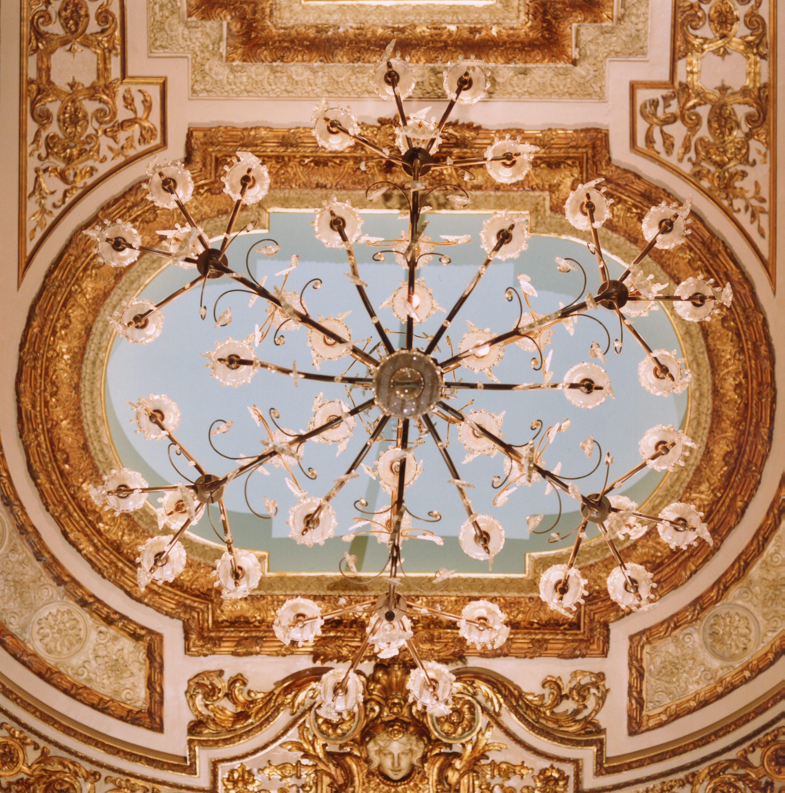 INTER_16_WHITNEY_COX_CEILING_CHAND_DETAIL.jpg