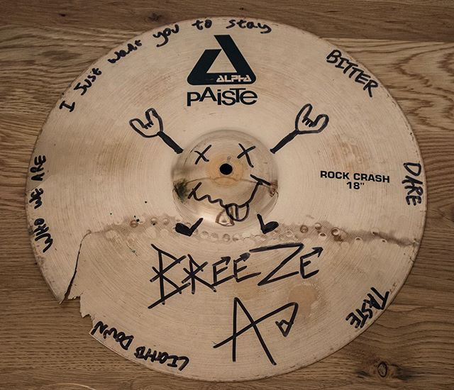 Hello Ravens! Just to let you all know that @adrummerbreeze is selling a one of a kind cracked cymbal used on our upcoming album! With custom art of song titles and lyrics of the new tunes! Head over to the eBay link below if you are a serious RavenEye fan CAN BE SHIPPED WORLDWIDE 🌎🤘🤛🔥💥👁 https://www.ebay.co.uk/…/RavenEye-Album-2-Crac…/233303734375  #cymbalart #bid #sale #rock #music #album2 #upcoming #paiste #studio #breeze #art #ebay