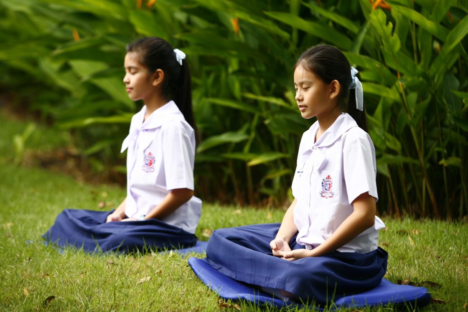 girls-buddhism-meditation-tailor-seat-buddhist.jpg
