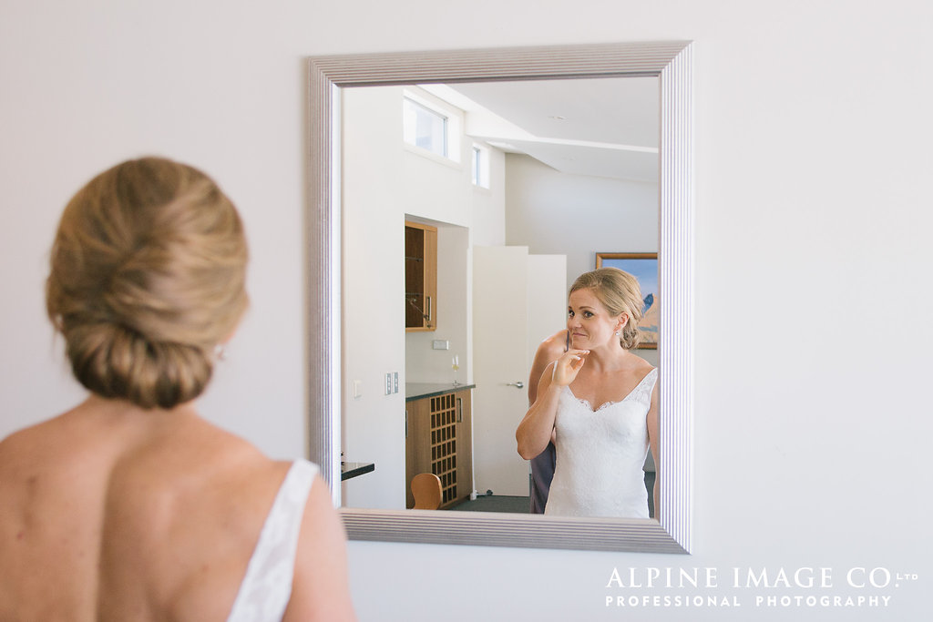 Emily getting ready | Rippon Vineyard Wedding | Wanaka Wedding make-up | www.roadtobeauty.co.nz