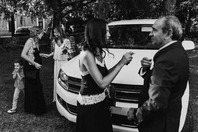 llegada de la novia, padre y hermanas