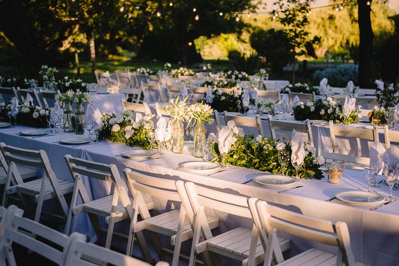 mesas con decoración de flores