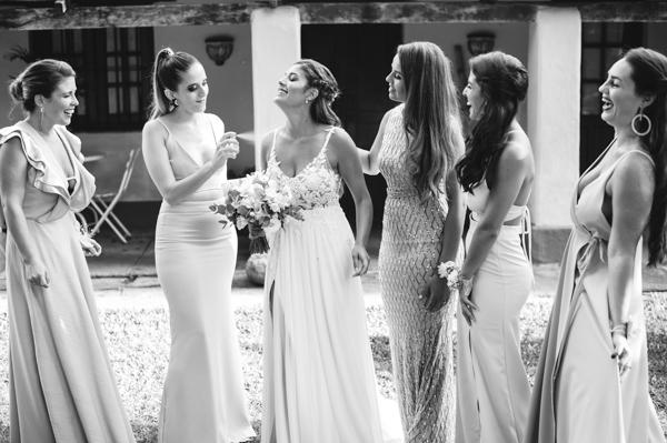 retrato de la futura novia y las damas de honor