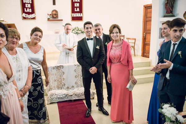 Expectantes a la llegada de la novia