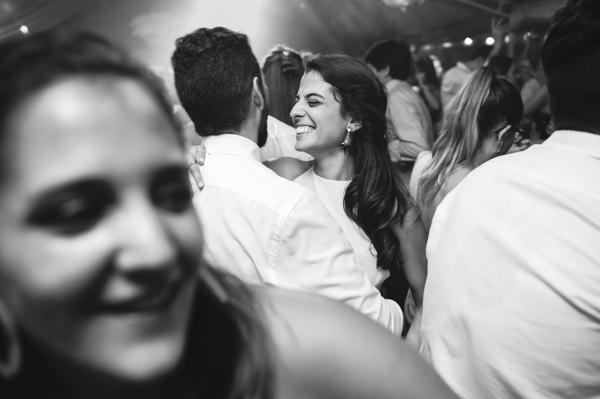 pareja de amigos disfrutando del baile