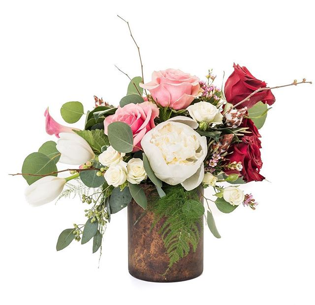 Have you ordered your sweetheart their Valentine's Day arrangement yet?! We are still accepting pick-up and delivery orders for Wednesday and Thursday, while supplies last. Plus, we have some pretty fantastic add-ons like cake pops and cookies (@frenchforsugar_lereve)! Give us a call at 303-859-3059 or visit online for all your gift and flower needs. 📷: @fromthehipphoto  #DenverValentinesDay #denverflorist #auroraflorist #valentinesflowers #stanleymarketplace #poppyandpinefloral #flowersandgifts
