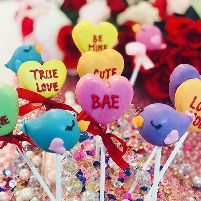 Calling all last minute Valentines!! ♥️ If you missed out on ordering custom cookies, we have your back!  poppy & pine has gorgeous individually wrapped cookies and cake pops from @frenchforsugar_lereve in stock today!  Call us at 303-859-3059 to reserve your order.  Stop by and grab a few for your Valentine and pick up a gorgeous grab and go bouquet for your special someone (or, let's be real, for yourself!!). #poppyandpinefloral #flowersandgifts #auroraflorist #denverflorist #stanleymarketplacd