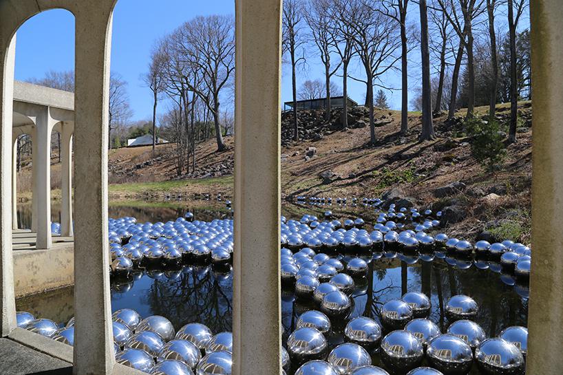 narcissus-garden-yayoi-kusama-the glass-house-01.jpg