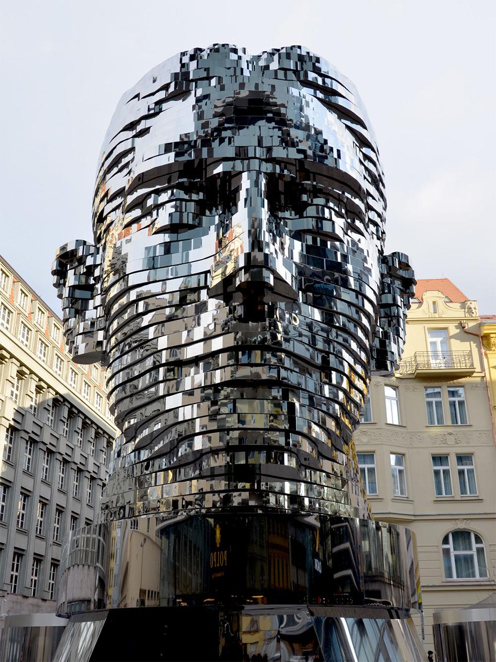 david-cerny-monumento-kafka.jpg