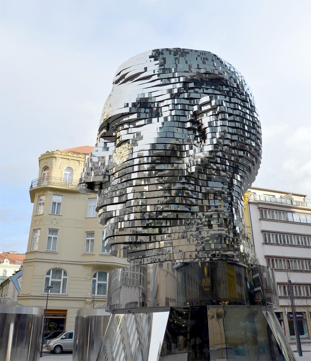 David Černý, testa cinetica di Franz Kafka, Prague. Photo by Jindřich Nosek via Wikimedia Commons.