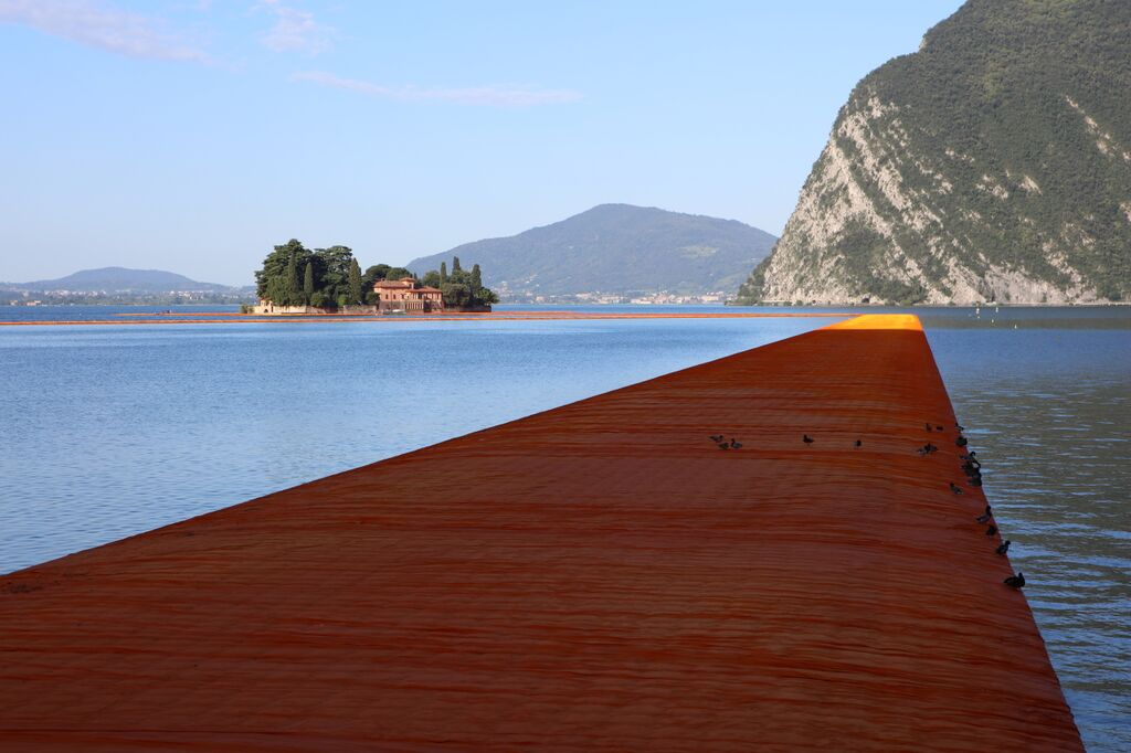 christo-the-floating-piers-03.jpg