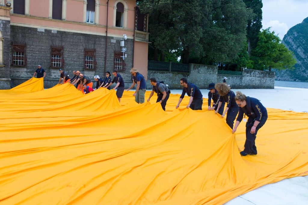 christo-the-floating-piers-08.jpg