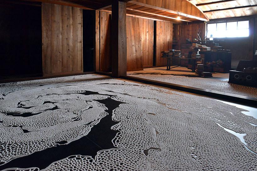 """L'installazione """"the floating garden"""" di Motoi Yamamoto per la Triennale di Setouchi 2016"""