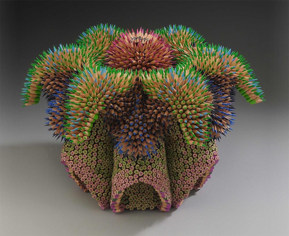 Le sculture di Jennifer Maestre sono fatte interamente di matite colorate