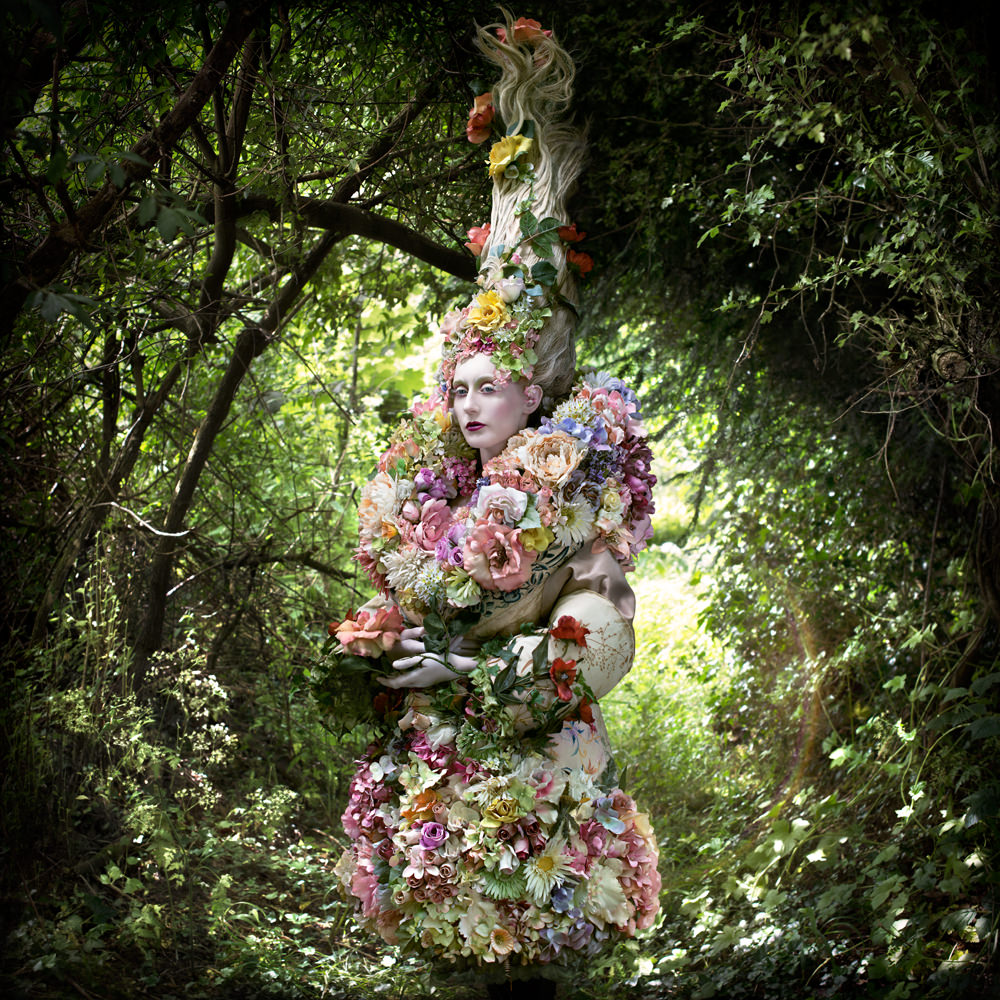 "kirsty mitchell, wonderland series, foto: ""the stars of spring will carry you home"""