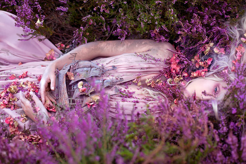 "kirsty mitchell, wonderland series, foto: ""gammelyns daughter a waking dream"""