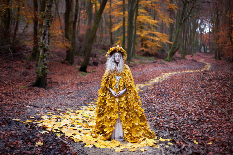 "kirsty mitchell, wonderland series, foto: ""the guidance of stray souls"""