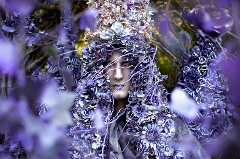 "kirsty mitchell, wonderland series, foto: ""a floral birth"""