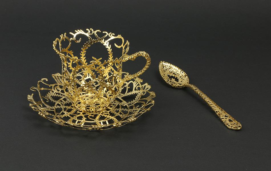 Weibke Meurer, scultura metallica in filigrana d'oro