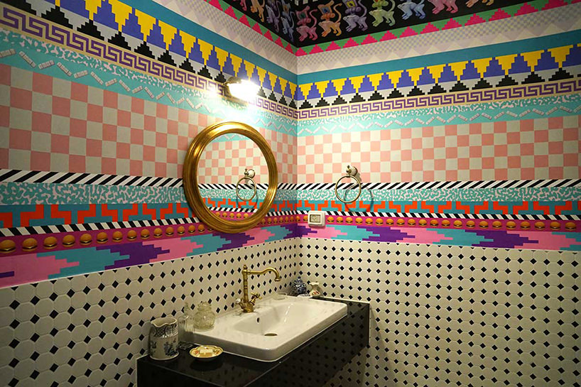 il bagno personalizzato da Dominique Petrin di una stanza photo via Designboom
