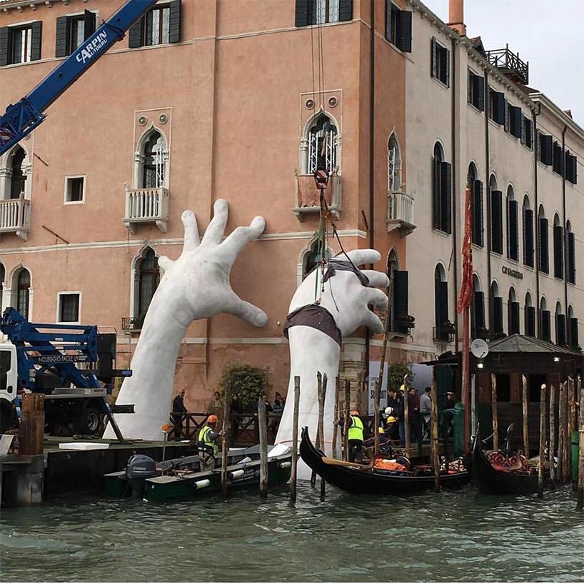 lorenzo-quinn-support-biennale-arte-venezia-2017-02