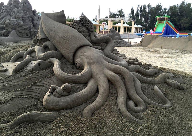 toshihiko-hosaka-scultura-di-sabbia-piovra
