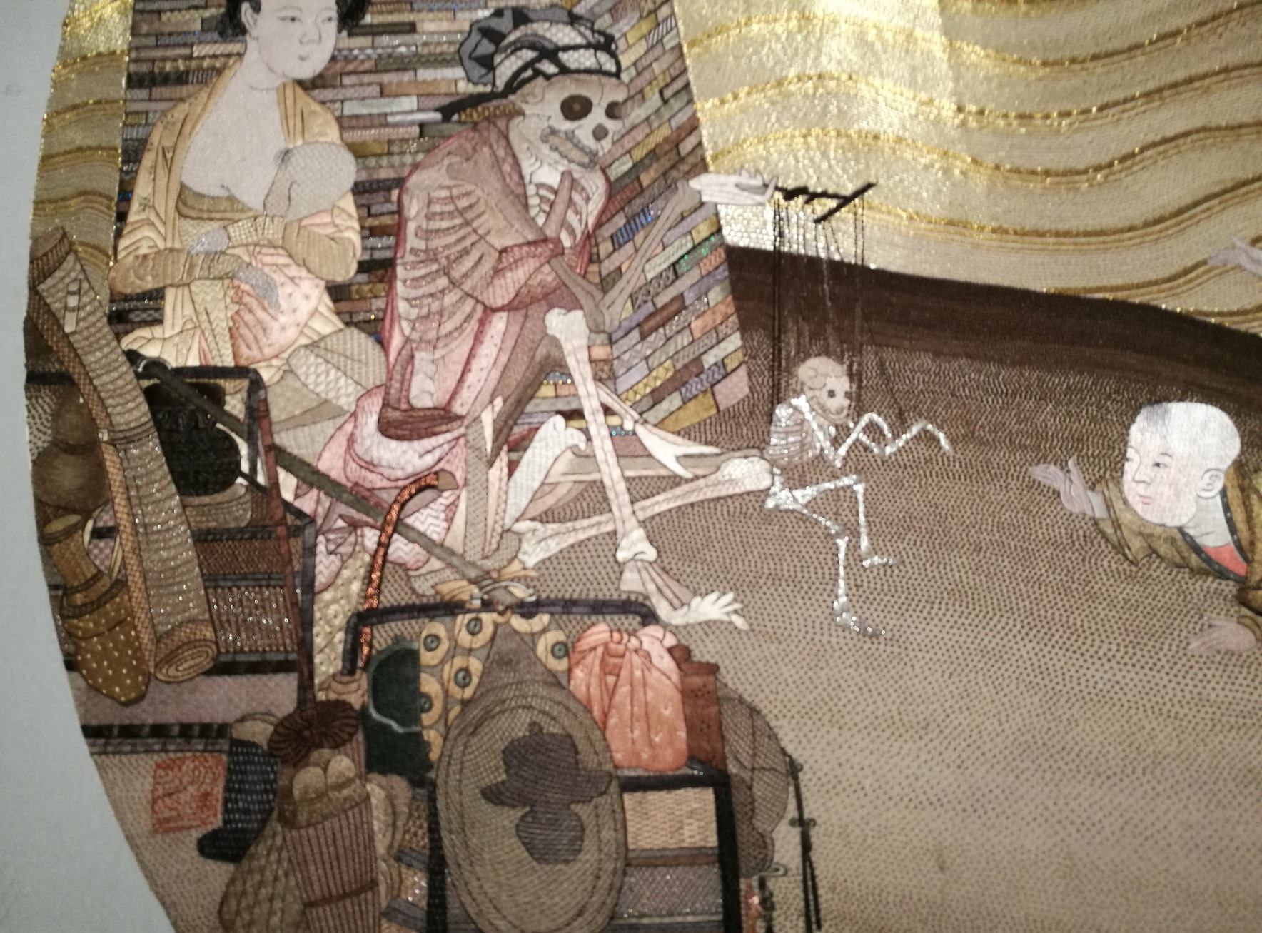 Yao Huifen, The skeleton fantasy show (particolare del ricamo), 2017; Photo: Artbooms