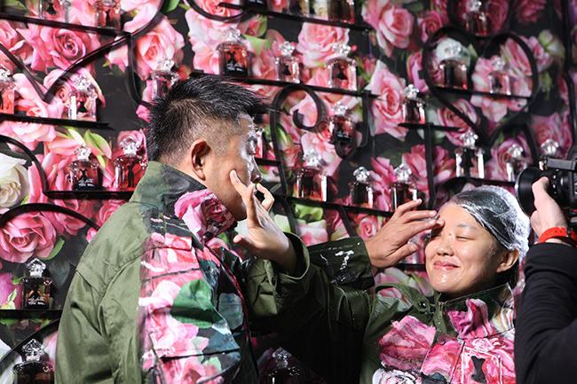 Liu Bolin / Courtesy Galerie Paris-Beijing