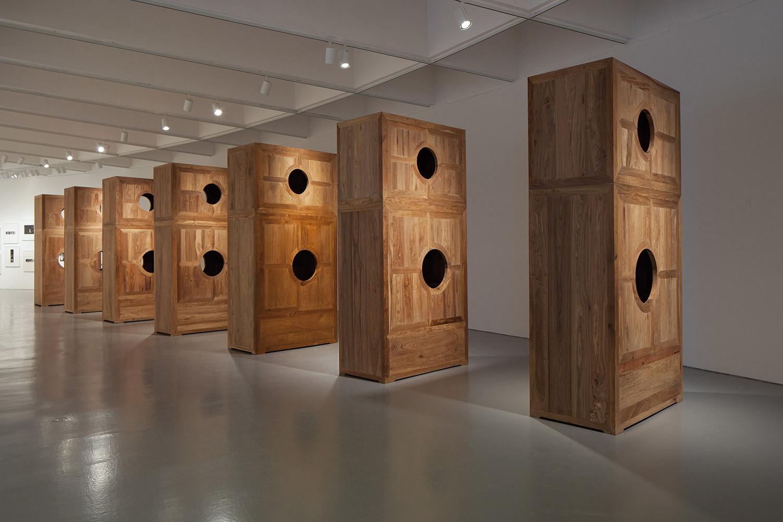 Ai Weiwei, Moon Chest, 2008 legno di Huang Hua Li (Huali) 320 x 160 x 80 cm cada uno. photo © Ai Weiwei Studio, Berlín, 2017