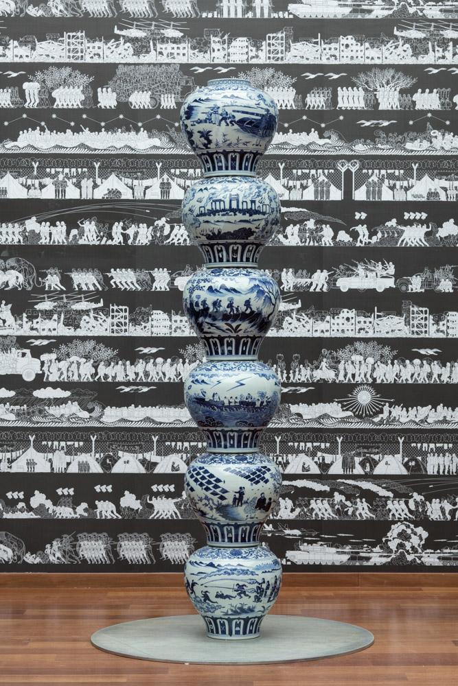 Ai Weiwei,Stacked Porcelain Vases as a Pillar, 2017 Porcellana 312 x 50,5 x 27 cm total. 52 x 50,5 x 27 cm per vaso. photo © Ai Weiwei Studio, Berlín, 201