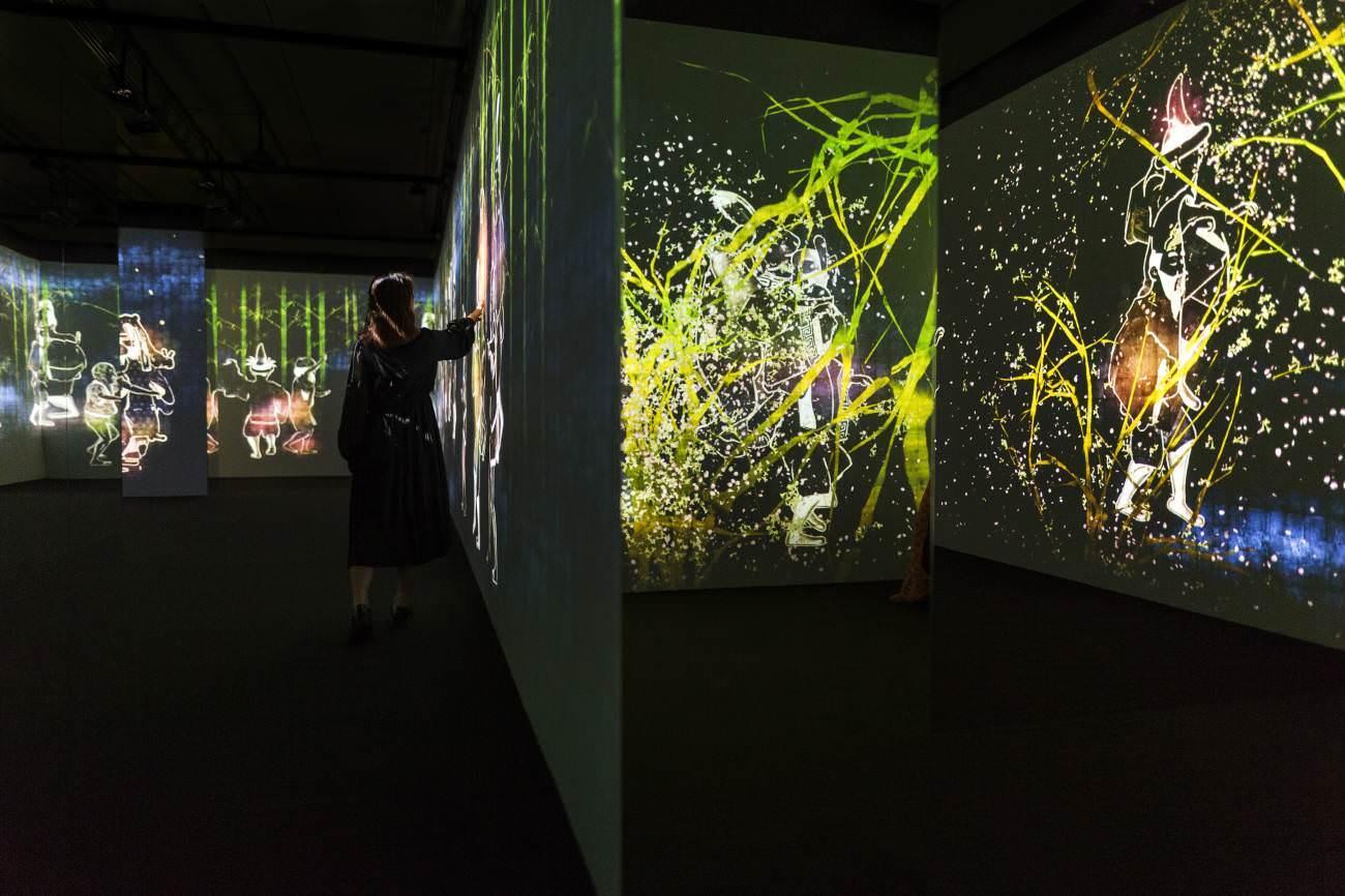 Teamlab,'Walk, walk, walk: search, deviate, reunite', National Gallery of Singapore