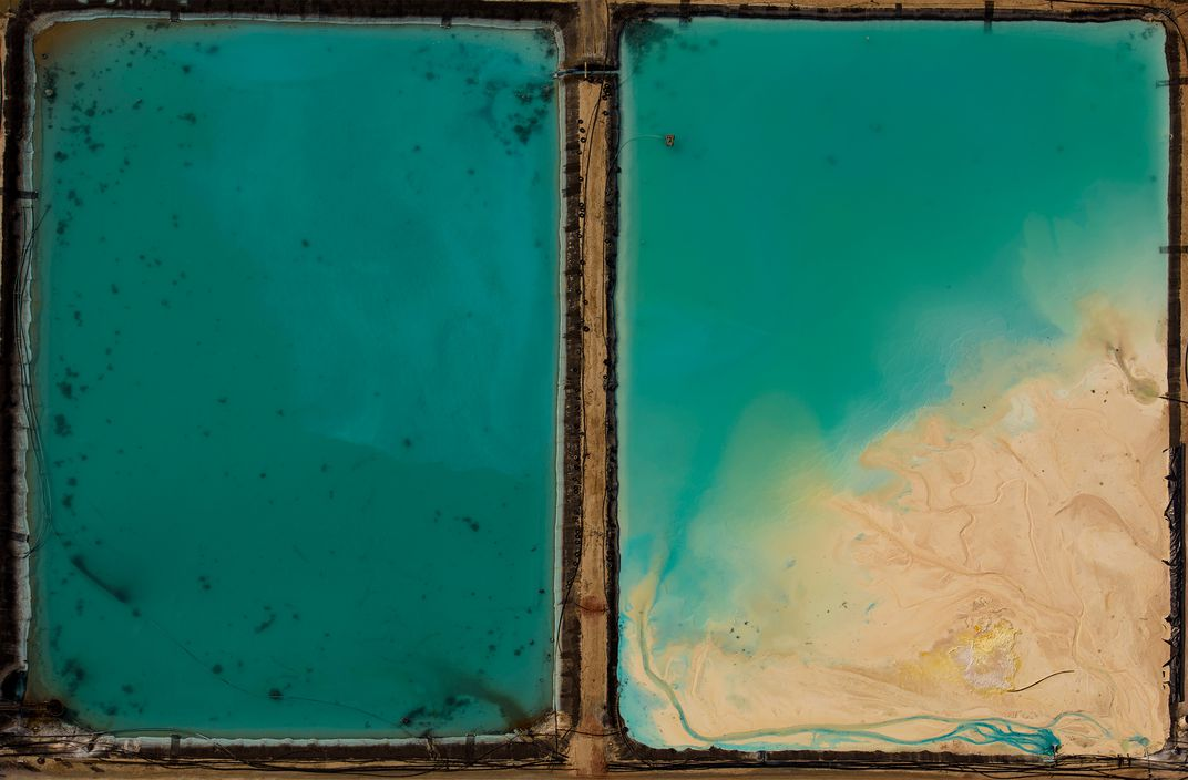 Split Screen.ì,© Jassen Todorov.  Stagni industriali nel New Mexico (foto aerea)