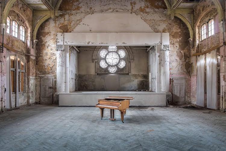 romain-thiery-requiem-for-pianos-16.jpg