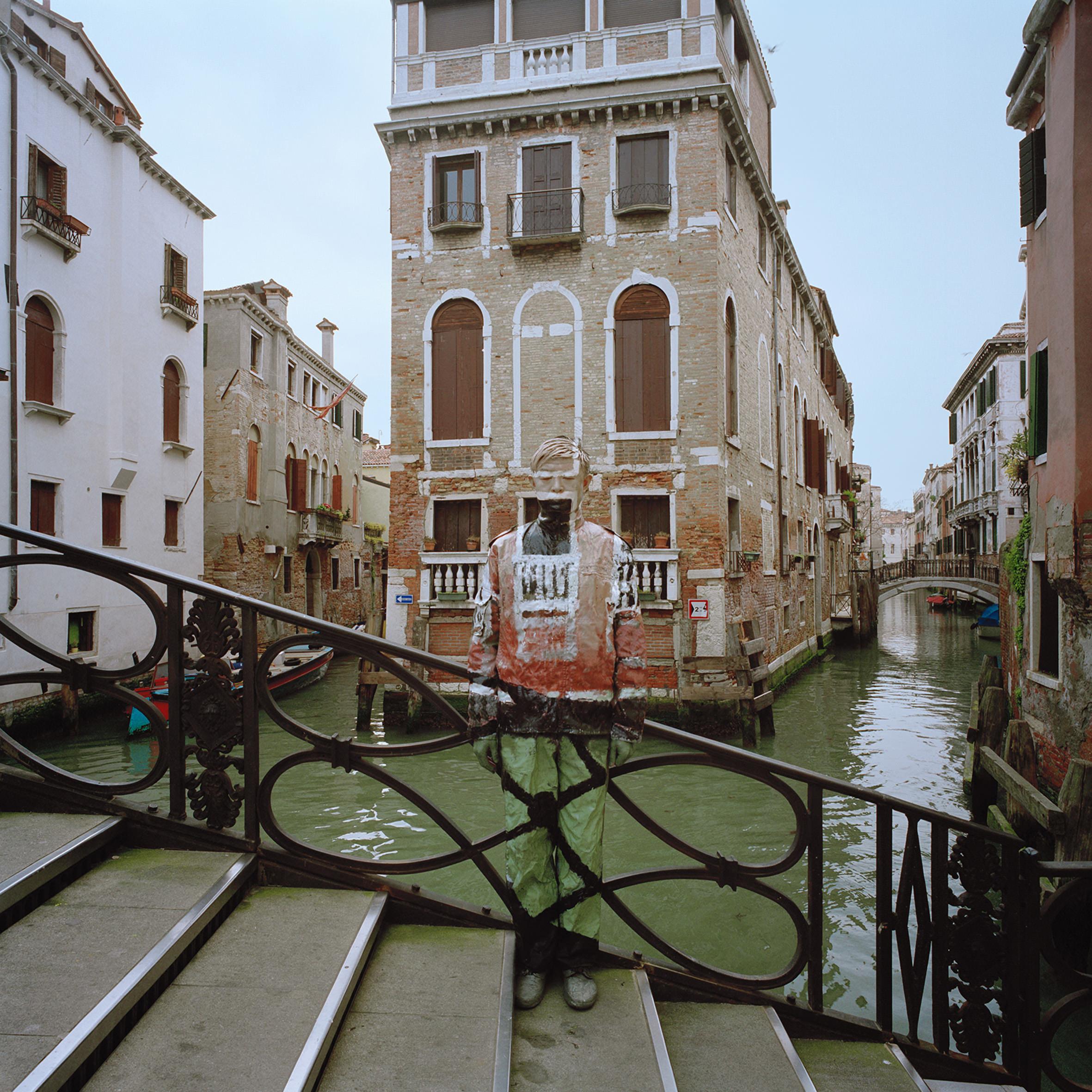 Liu Bolin, Ponte dei Conzafelzi, Courtesy Boxart Verona