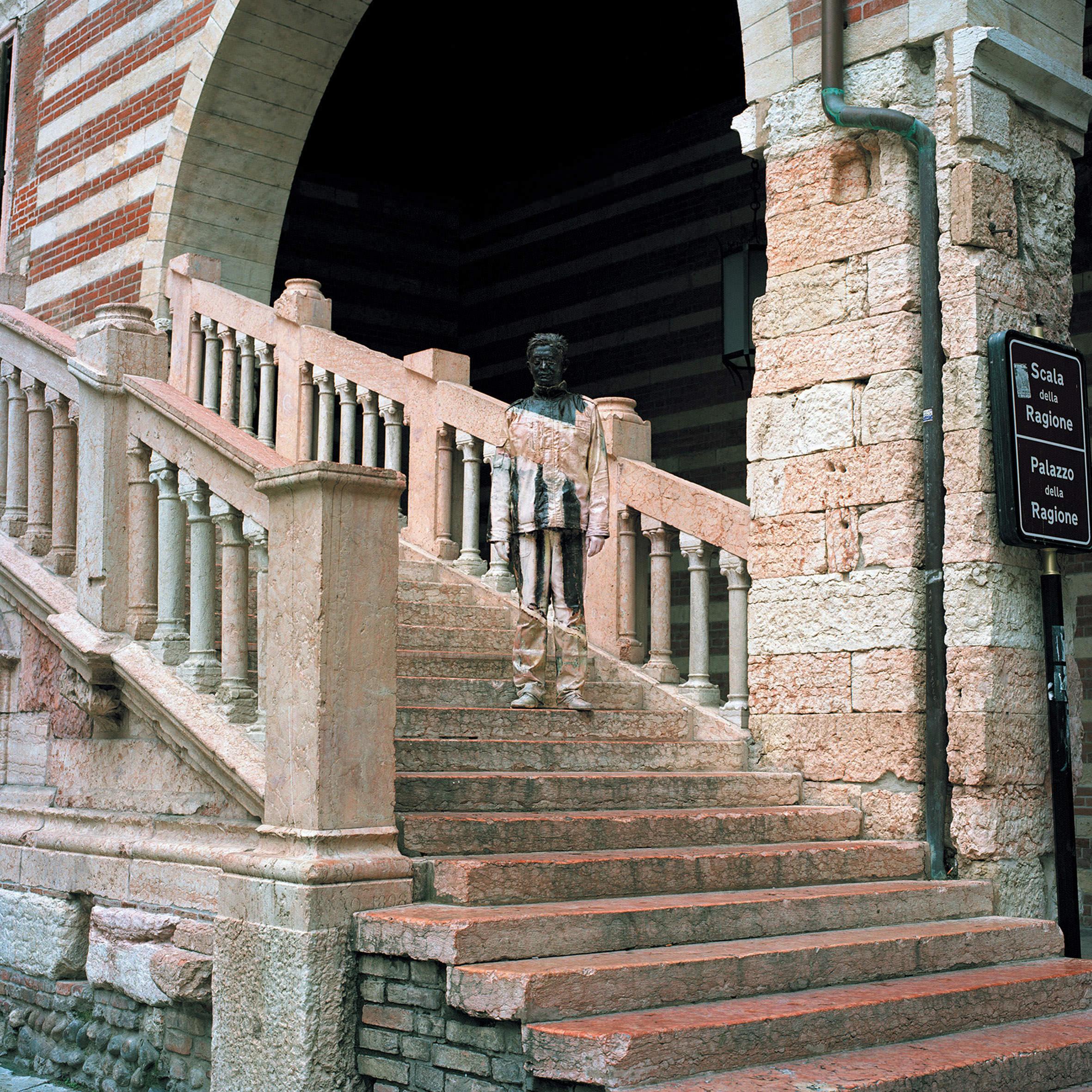 Liu Bolin, Scala della Ragione, Courtesy Boxart Verona