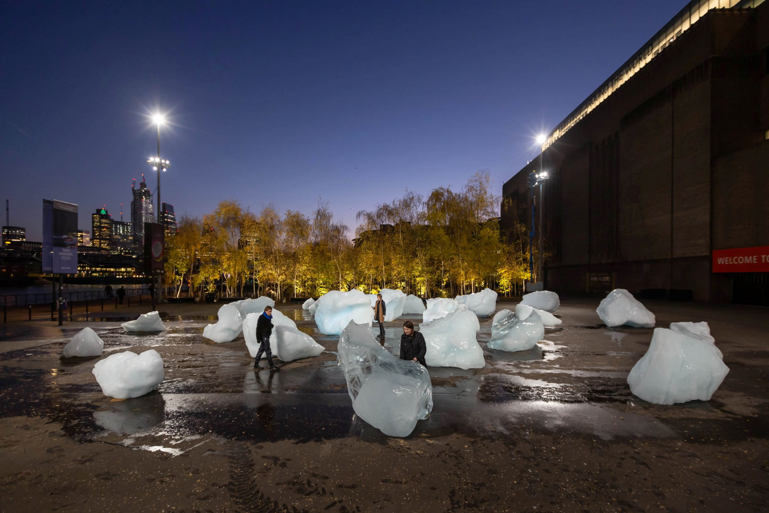 Ice Watch by Olafur Eliasson and Minik Rosing. Supported by Bloomberg. Installation: Bankside, outside Tate Modern, 2018. Photo: Justin Sutcliffe © 2018 Olafur Eliasson