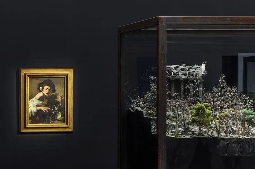 caravaggio, fanciullo morso da un ramarro (1595-96); fucking hell, jake & dinos chapman (2008) ; photo: delfino sisto legnani and marco cappelletti, courtesy fondazione prada
