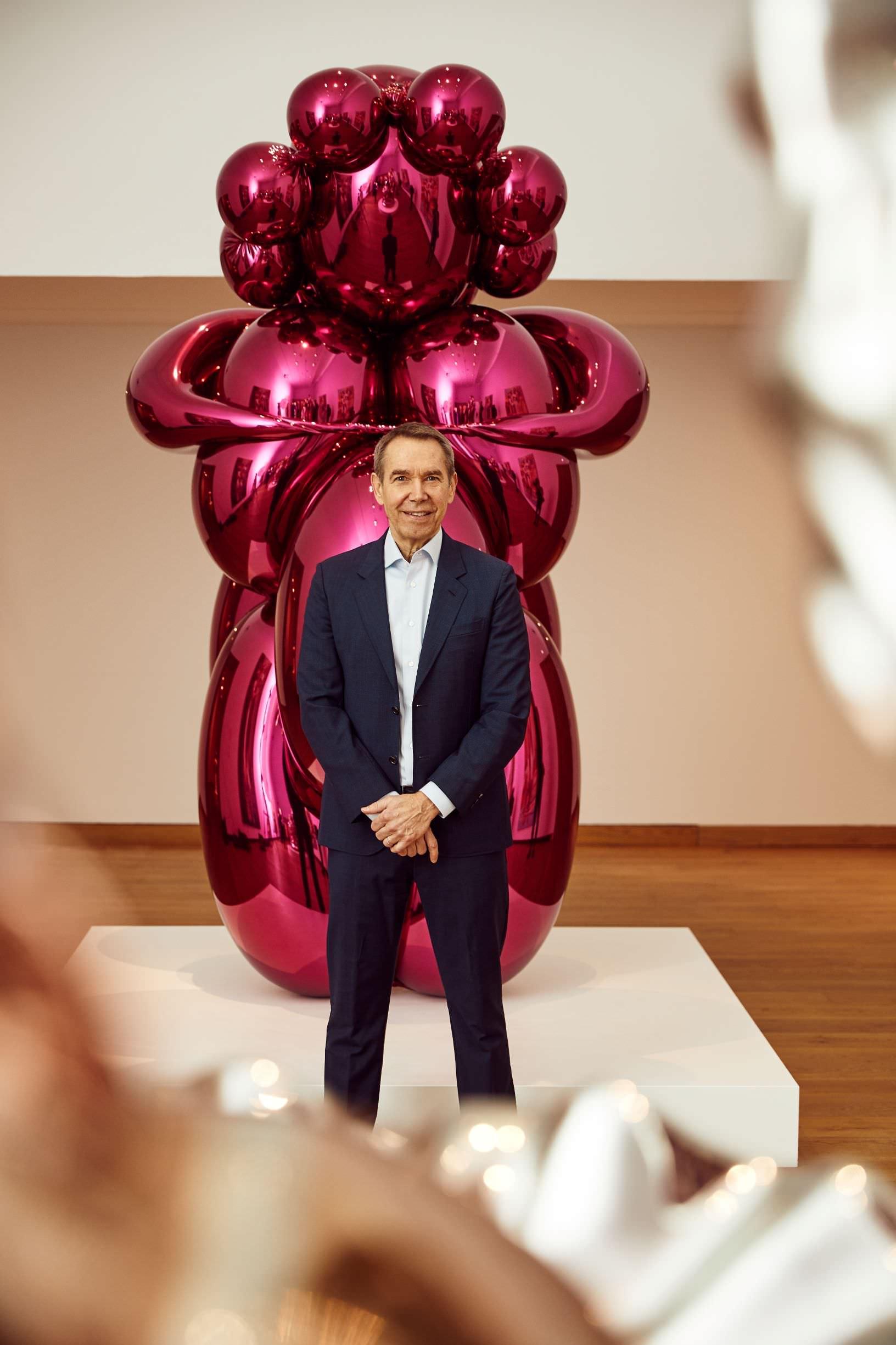 Jeff Koons accanto a Baloon Venus; photo: © David Fisher, 2019