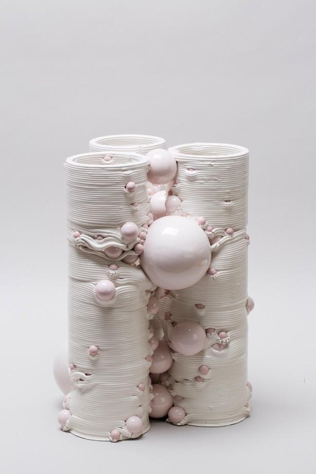 Andrea Salvatori, in collaborazione con WASP, Composizione 40100#03 ( Tarantella ), ceramica, 2019, h 43 34 x 34 cm
